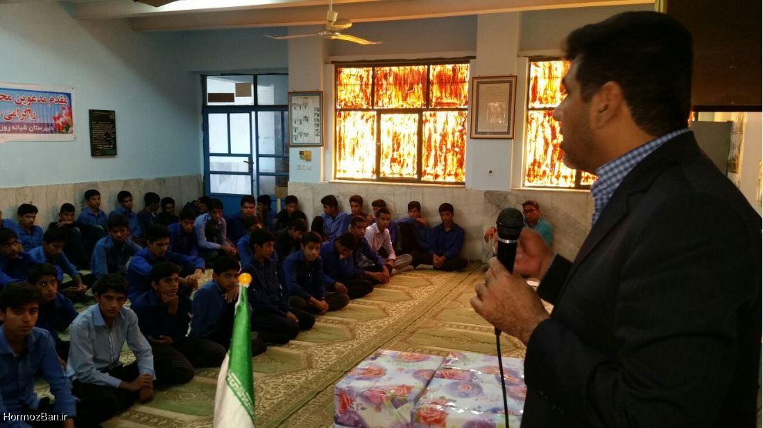 تقدیر مدیر آموزش و پرورش شهرستان میناب از عوامل دبیرستان شبانه روزی ابوریحان هشت بندی